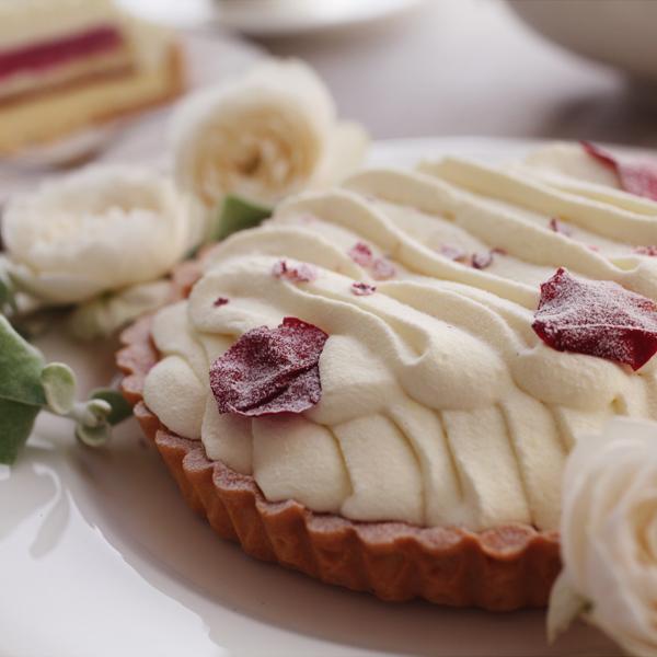 花咲くローズチーズタルト