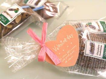 チョコレートマドレーヌとブラウニーのピンクハート