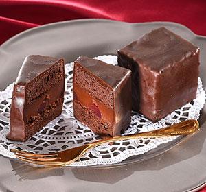 ベルギー産と国産のダークチョコでコーティングしたリッチなケーキ maQザッハ